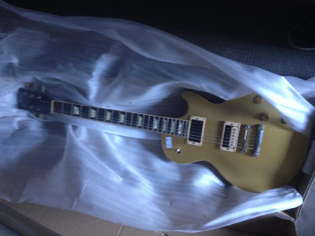 http://www.guitarsmadeinjapan.fr/forums/img/gallery/106697_1389540199.jpg