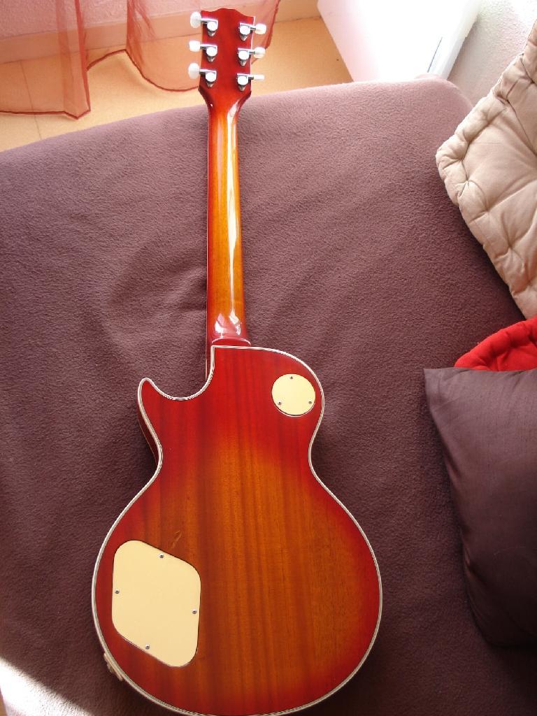 http://www.guitarsmadeinjapan.fr/forums/img/gallery/321_1251317646.jpg