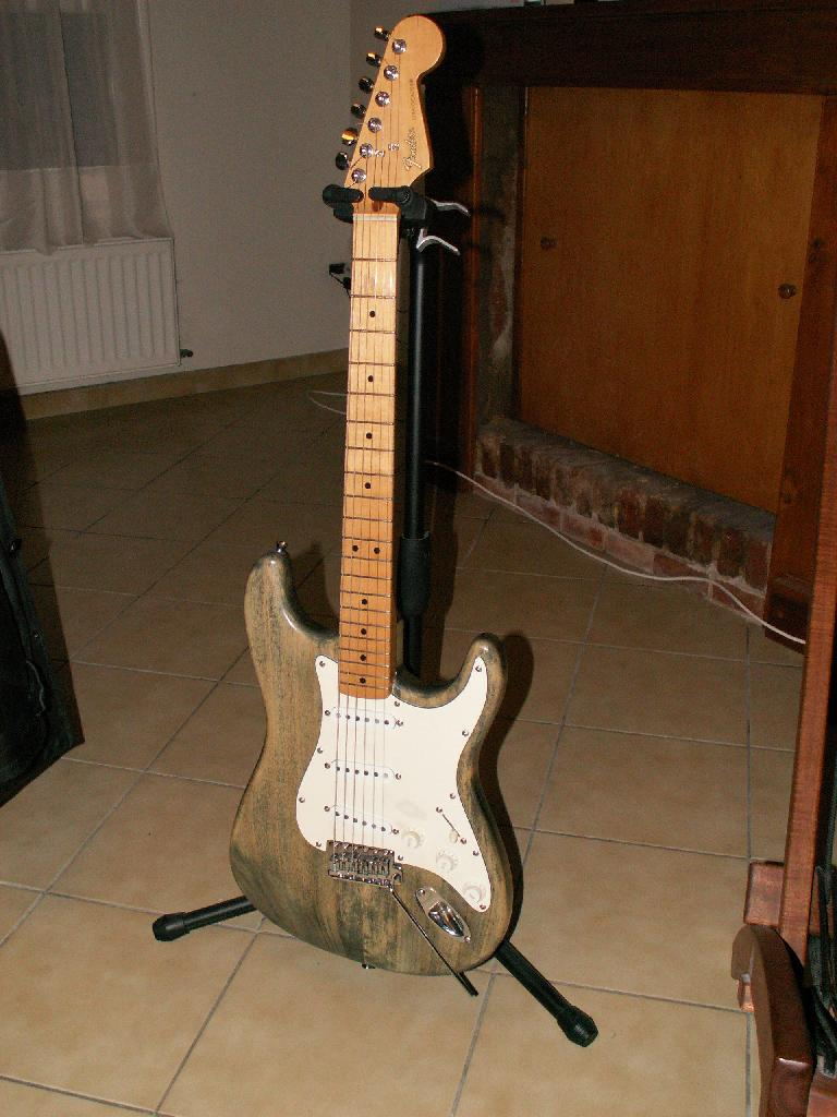 http://www.guitarsmadeinjapan.fr/forums/img/gallery/484_1205574195.jpg