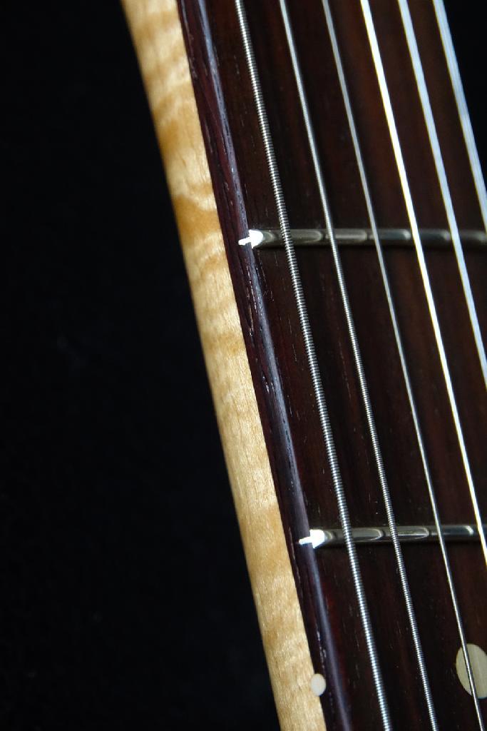 http://www.guitarsmadeinjapan.fr/forums/img/gallery/484_1612656816.jpg